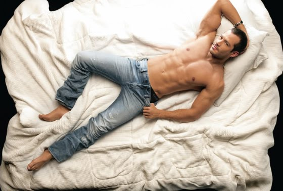 malvino salvador gostoso na cama