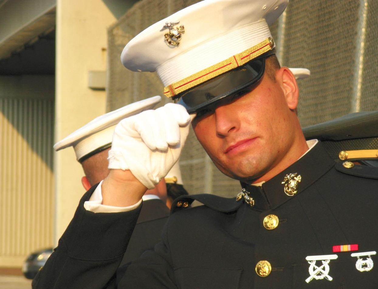 machos militares gays