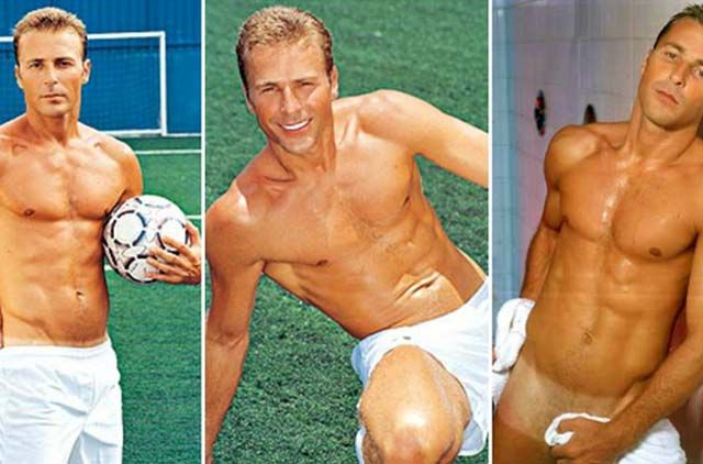 jogador de futebol pelado