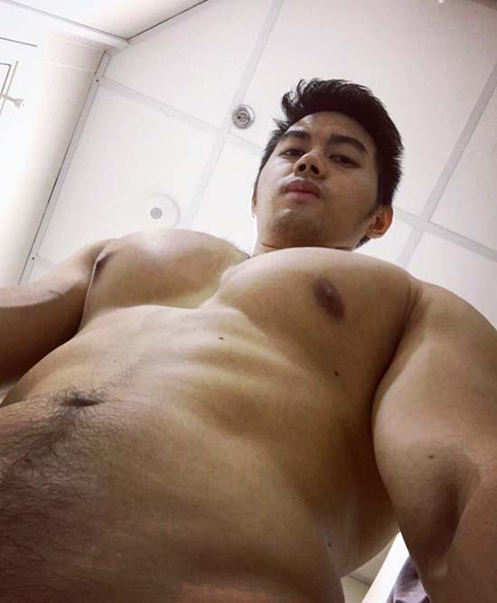 gay asian oriental musculoso pelado banheiro