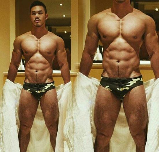 oriental muscle corpo perfeito cueca banheiro
