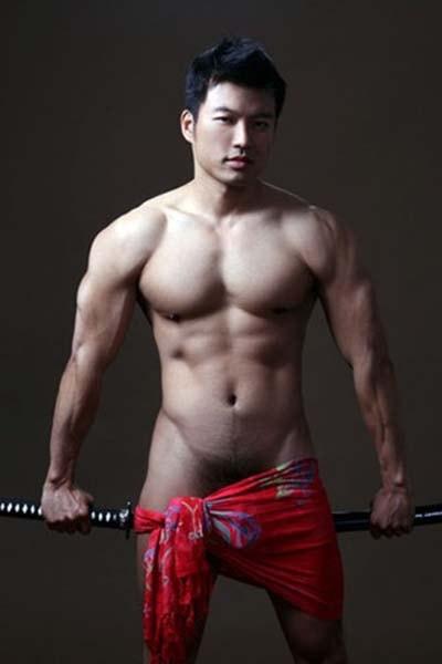 samurai pentelhudo naked musculoso