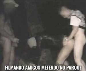 video sexo gay fudendo no parque com amigos