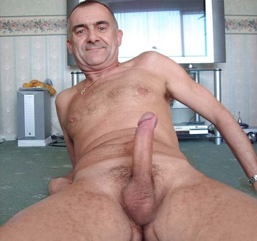 velho gay sem barba bate foto pelado