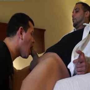 Macho casado recebe grana para foder viado - Amador