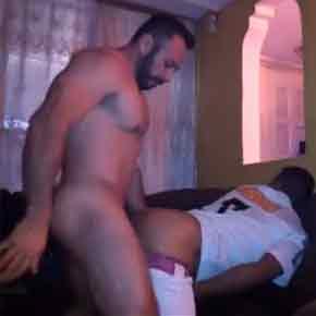 Jogador-libera-a-bunda-pro-bombado-sexo-gay-amador