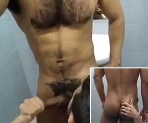 chupando rola do moreno pentelhudo no banheiro academia boysnaweb