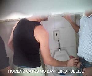 homens bonitos fazendo putaria gay no banheiro publico brasil amador