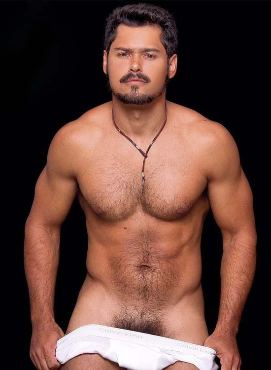 modelo brasil super pentelhos tirando cueca branca