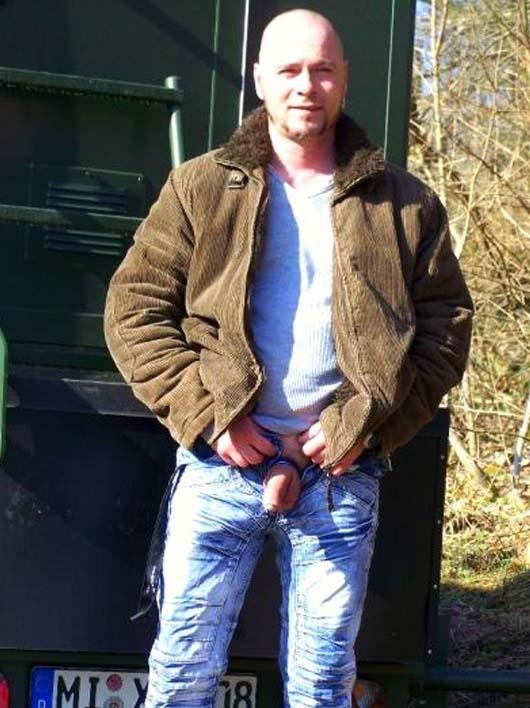 caminhoneiro careca mostrando pau caminhao gay