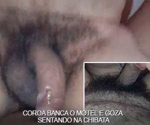 coroa banca motel senta na chibata do macho sexo amador com camisinha