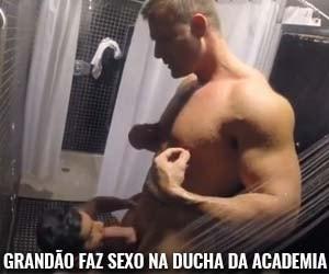 grandao loiro faz sexo gay chuveiro academia