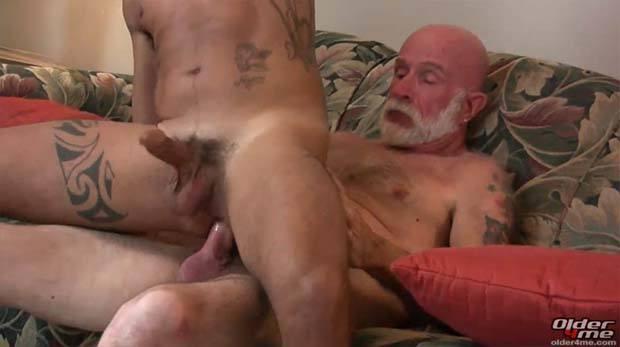 caralho velho comendo cu gay