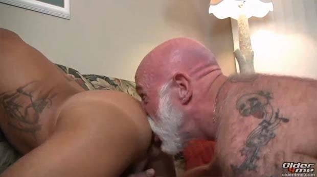 velho comendo novinho gay